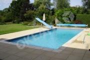 Lauko baseinas su plaukiojančia uždanga