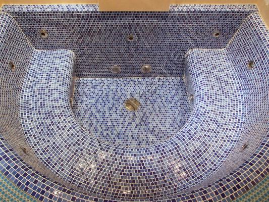 SPA betoninis masažinis baseinas su mozaika