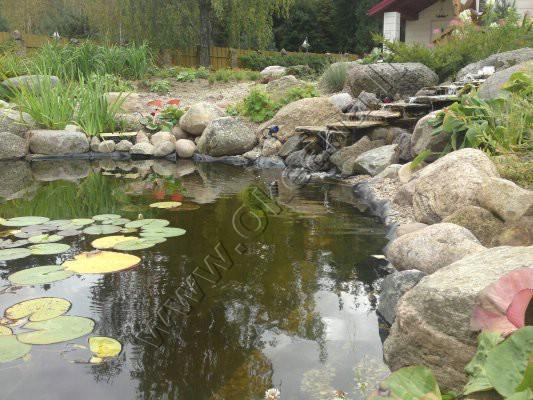 Dekoratyvinis baseinas su vandens kaskada
