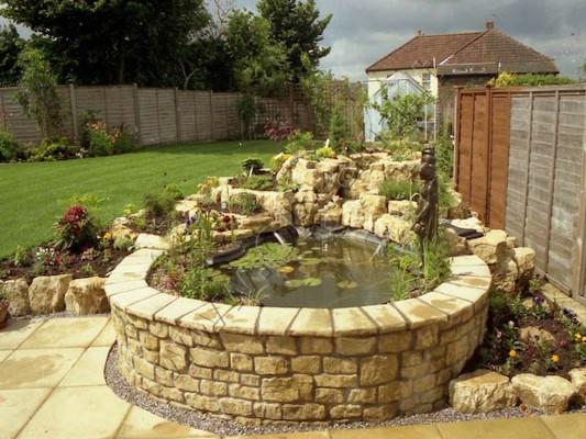 Įrengtas dekoratyvinis baseinas