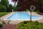 Lauko baseinas su romėniškais laiptais